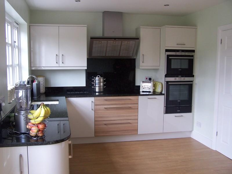 Upminster kitchen bedrooms kitchen fitters in for Kitchen design upminster