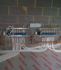 Square thumb under floor heating manifolds