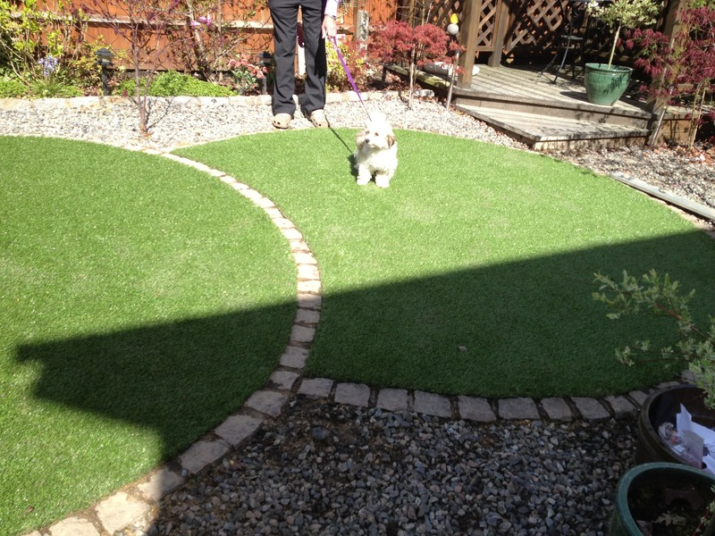 Southdown landscapes turf company turf suppliers and square thumb artificial grass circles luxe with natural stone edging hawley surrey fandeluxe Epub