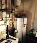 Square thumb pressurized cylinder installation