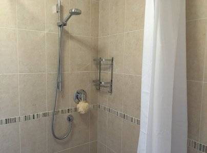 Primary thumb photo shower and tiling5 15 44 31