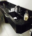 Square thumb sink