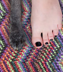 Square thumb foot and paw crop u549