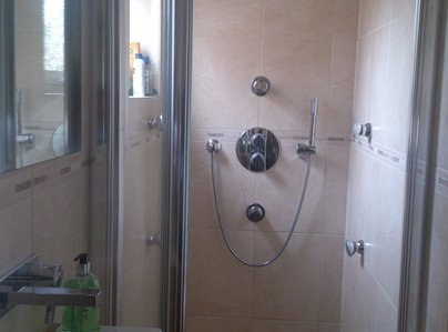 Primary thumb shower room  2